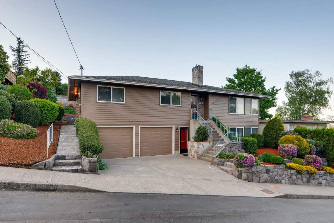 7211-SE-Clay-Portland-OR-97215-large-002-1-Exterior-Front-1499x1000-72dpi